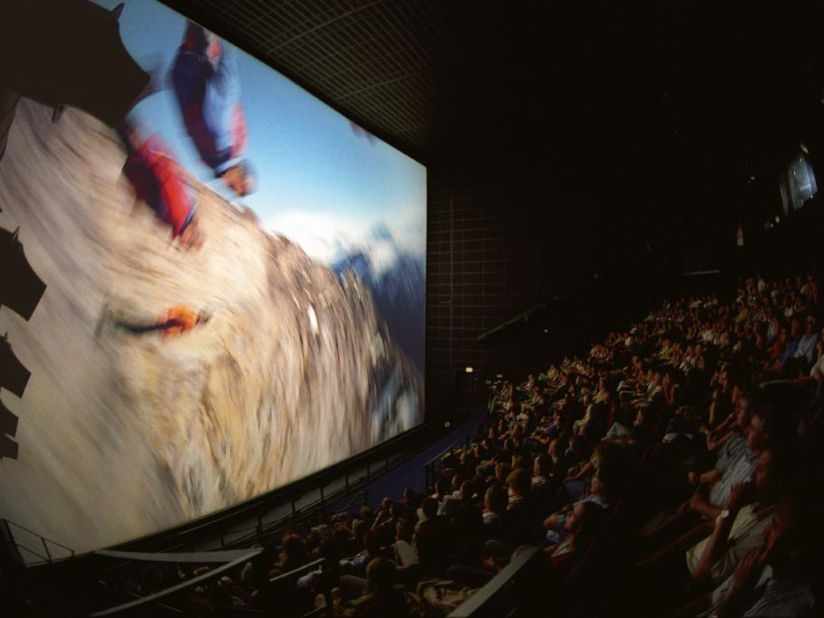 Großformat Leinwand 400m² im Maxoom Kino