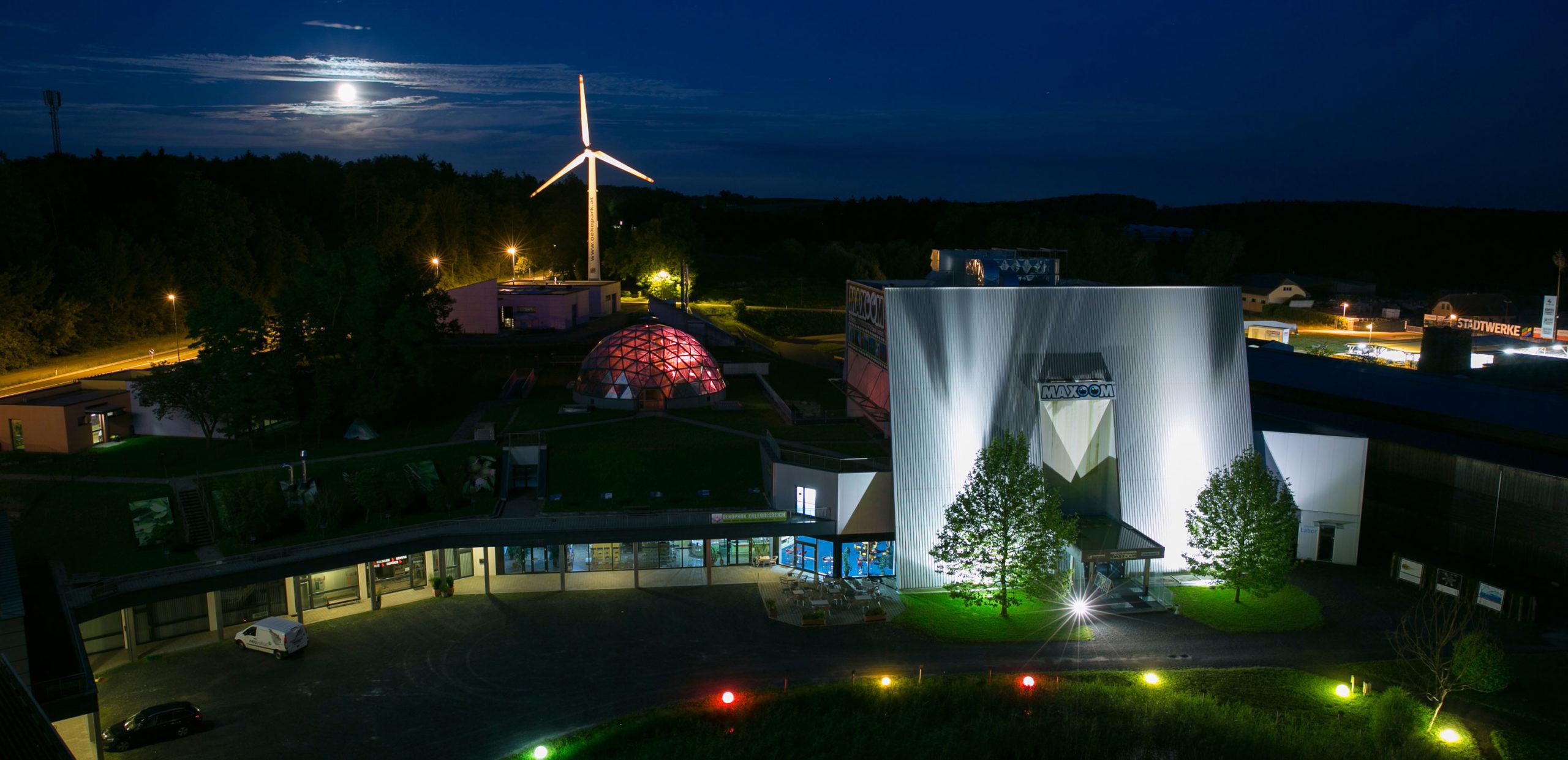 Ökopark Hartberg, Außenansicht bei Nachts