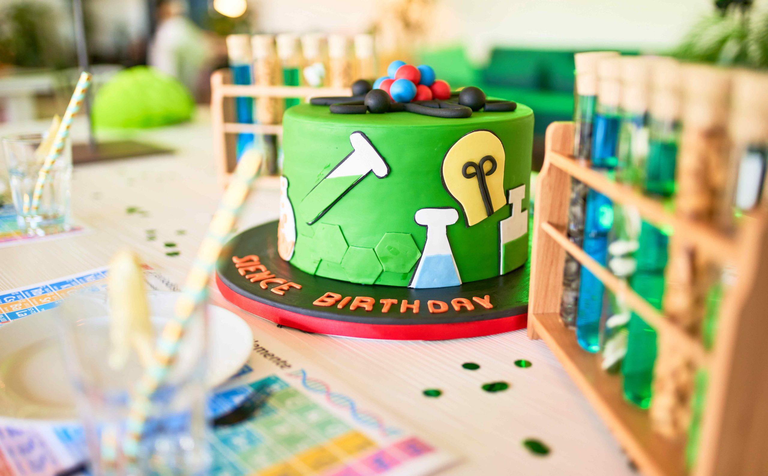 Geburtstagstisch bei der Science Birthday Party am Ökopark Hartberg