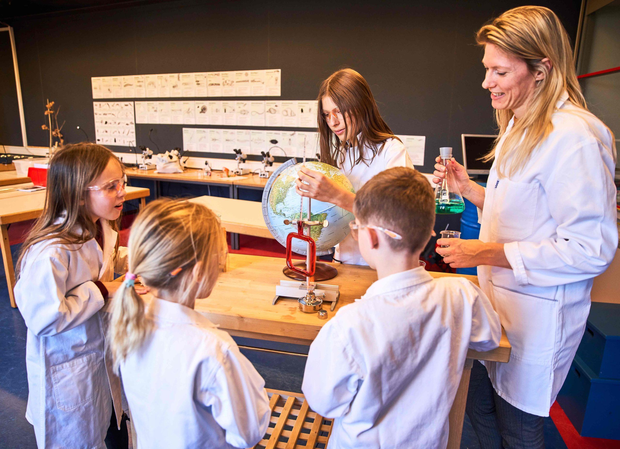 Kinder im Labor bei der Science Birthday Party