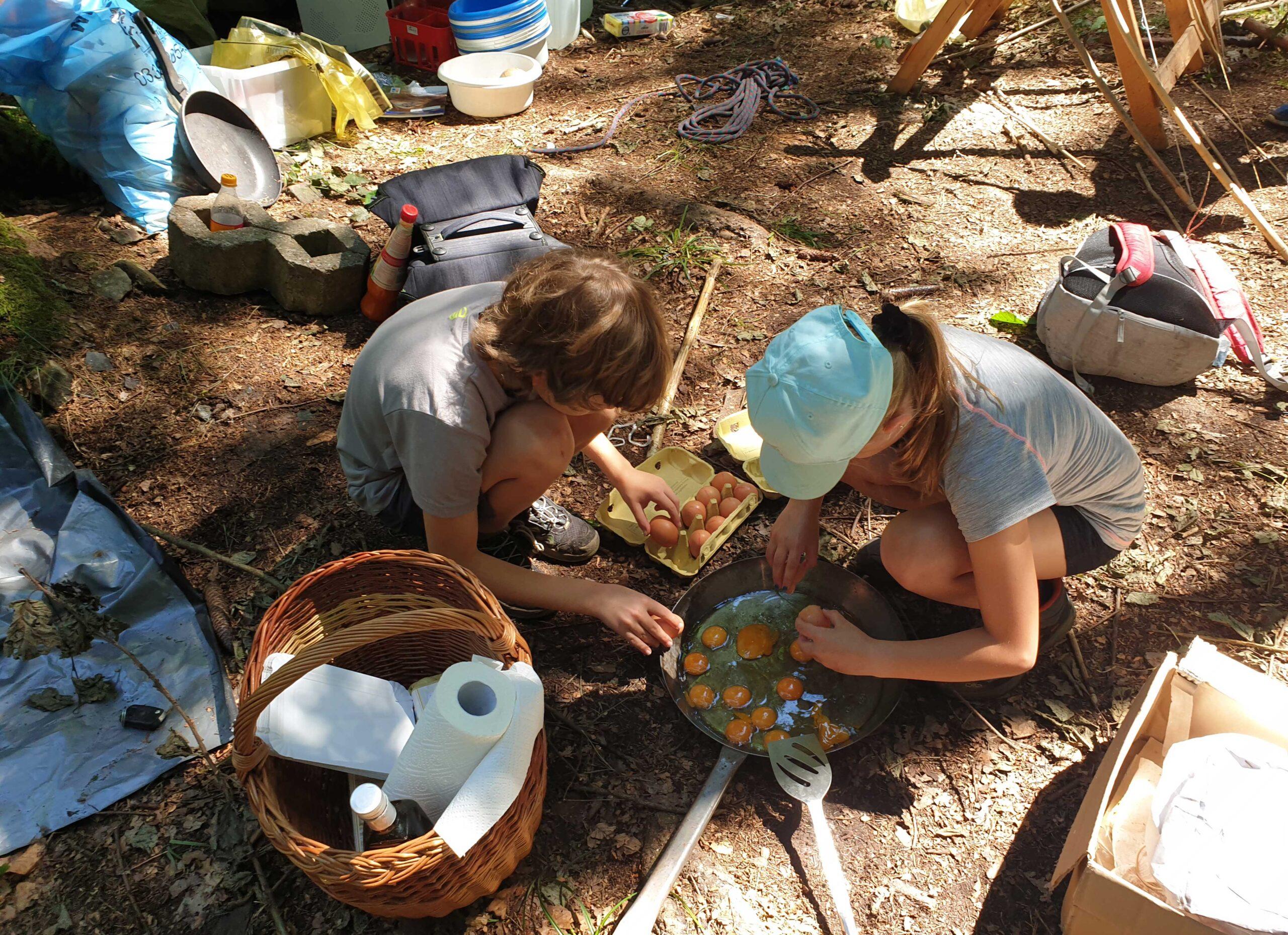 Dschungelcamp Kinder machen Essen am Oekopark