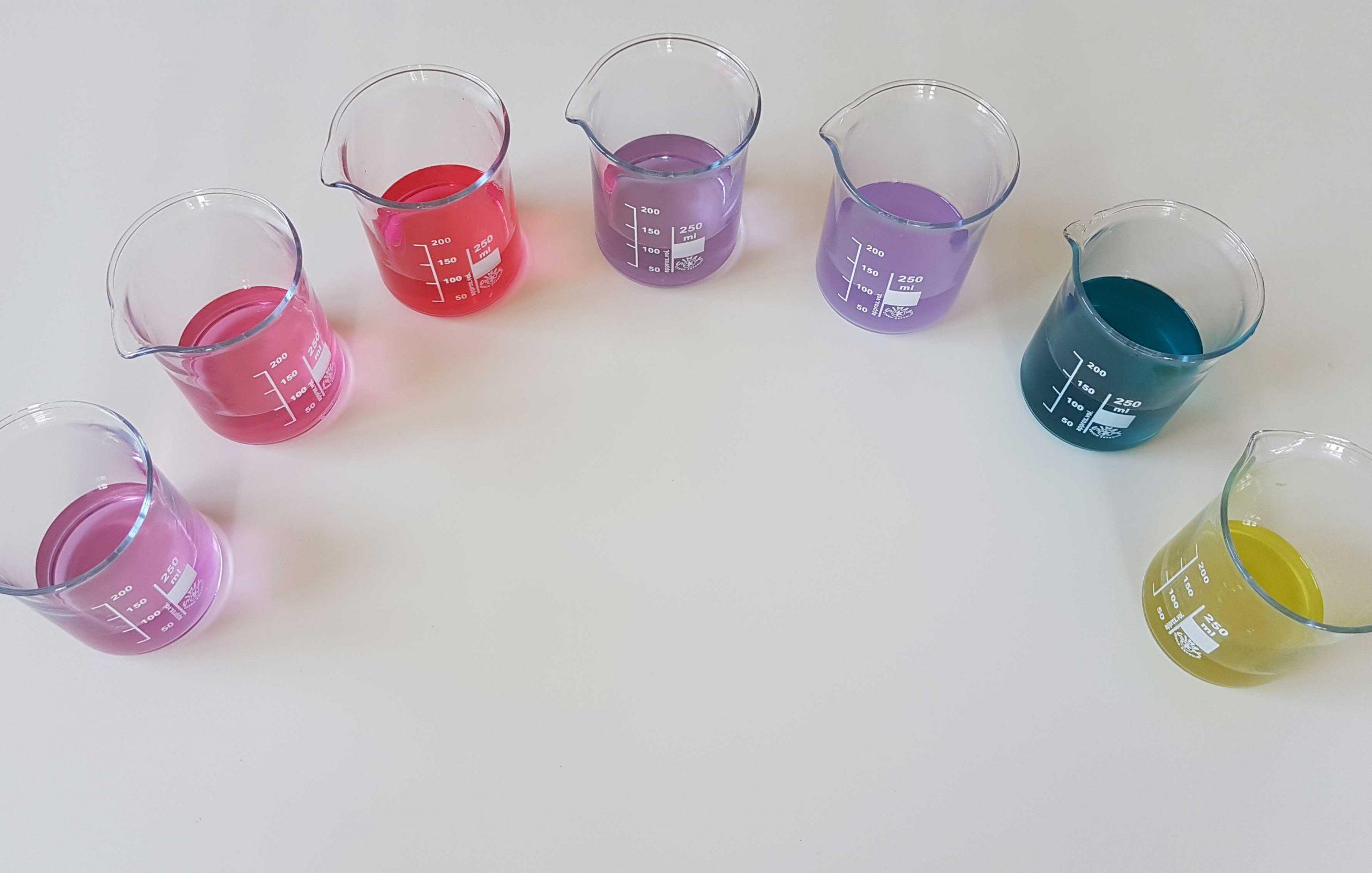 Farbenexperiment mit Rotkrautsaft