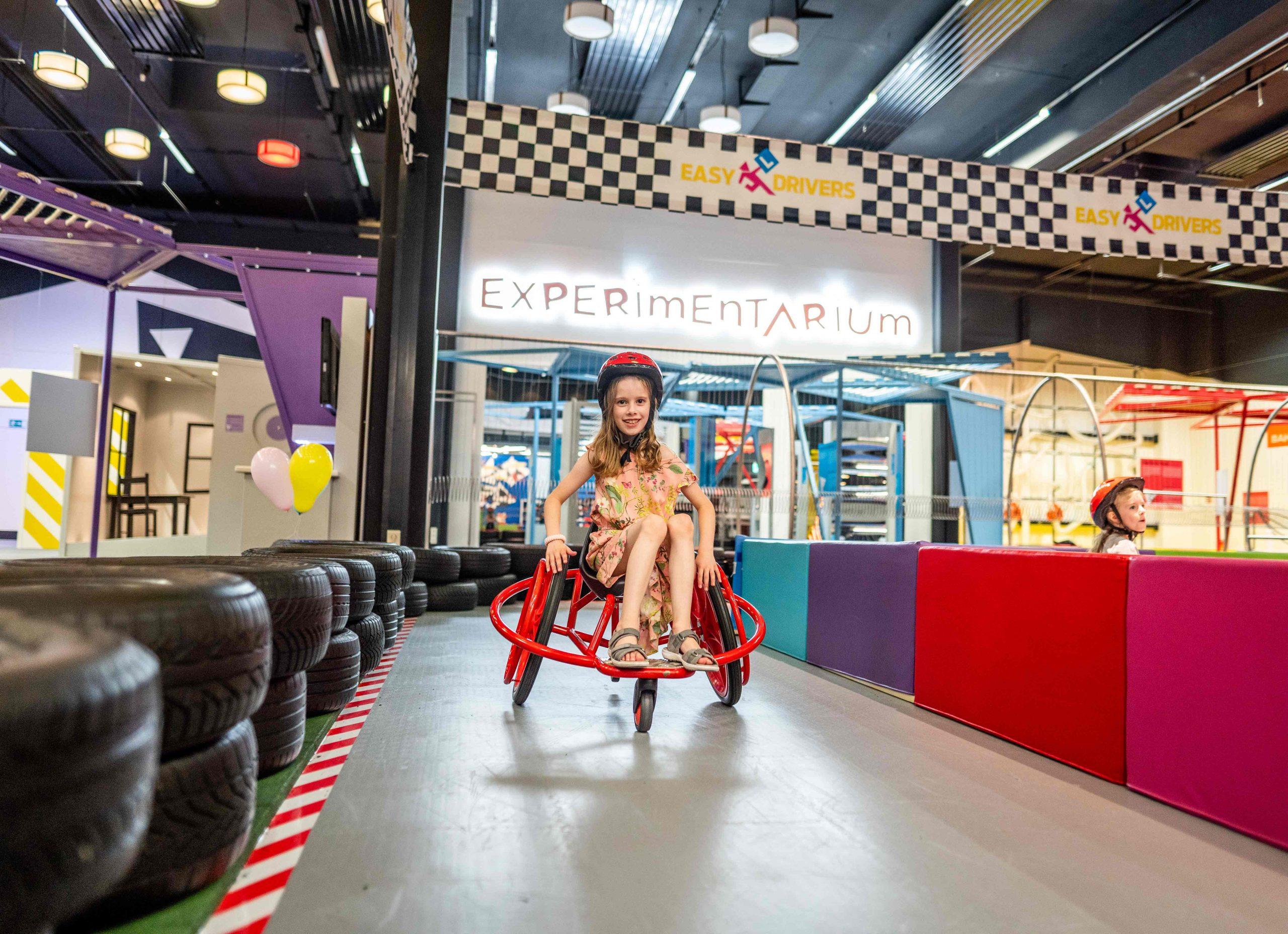 Indoor Motorik Parcours Kind Rollstuhl