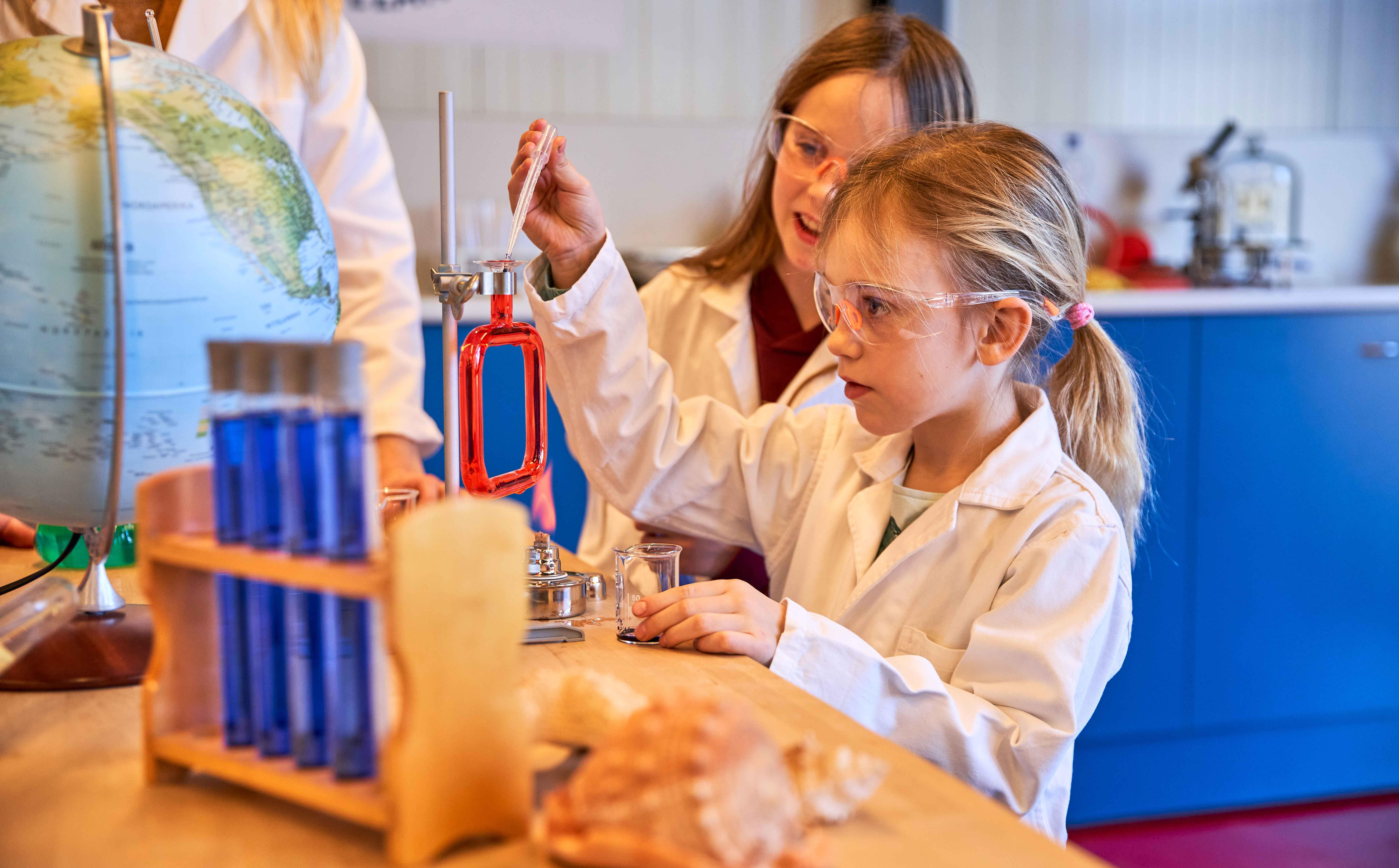Wir sind Alchemsiten - Kinder experimentieren am Oekopark